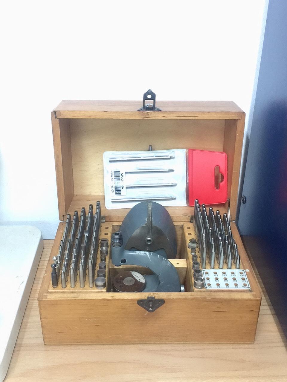 Bộ dụng cụ đột Staking Tools